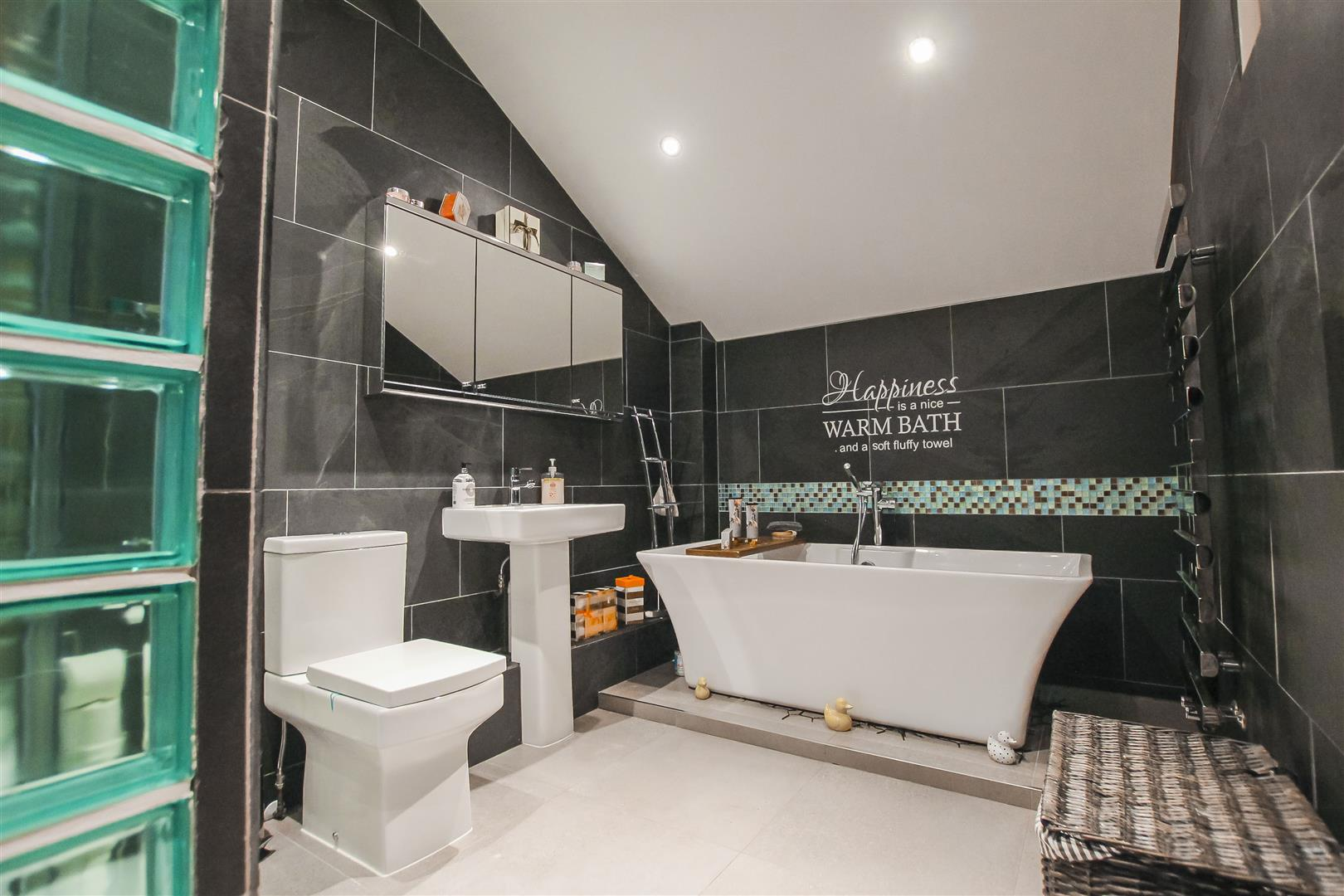 4 Bedroom Barn Conversion For Sale - Bathroom